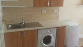Studio Apartment Include ELECTRICITY AND WATER BILLS Next to Mitcham Eastfield Station