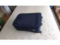 LUGGAGE /SUITCASE 2 WHEELS EXCELLENT WORKING ORDER