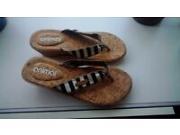 ANIMAL SANDALS/FLIPFLOPS NEW/UNWORN SIZE 6