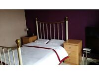 1 Double Room in a very spacious 4 Bedroom House