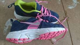Girls Nike Trainers Size 3 excellent condition