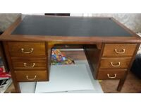 Large Oak Desk with extra leaf and lockable draws