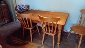Pine Table 4chairs