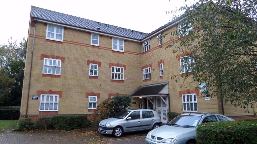 WELL MAINTAINED ONE BEDROOM TOP FLOOR FLAT IN BECKTON E6, NEAR CYPRUS DLR STATION