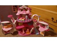 My litte pony musical teapot house floor spin rounds lights up plays