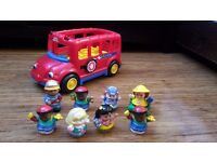Fisher Price Little People Bus with 8 characters