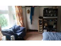 Sublet 4th Dec-mid Feb Large room in South Ealing. £592.17pm
