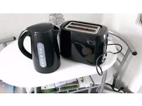 black kettle and toaster both in excellent order and clean