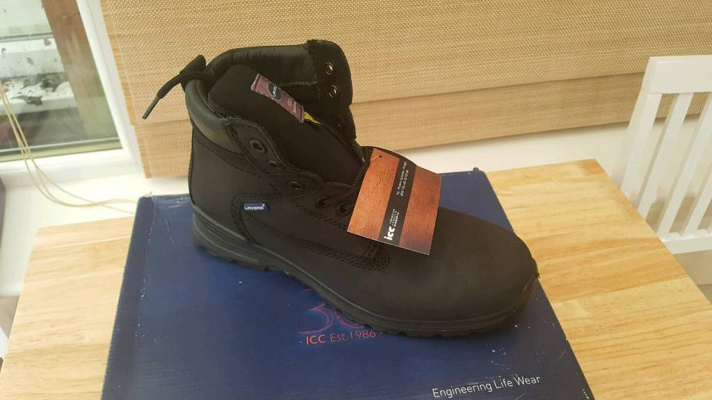 Safety boots brand new Size 7