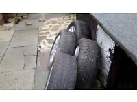 Set of 4 wheels with alloy wheel.