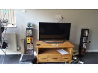 OAK FURNITURE LAND TV STAND (PERFECT CONDITION)