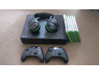 XBOX ONE 500gb + headset + 2 controllers + 5 games