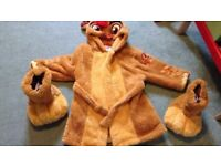 Lion guard dressing gown and slippers
