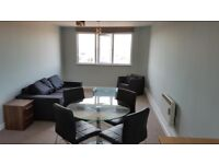 Nice and spacious 2 bed flat for long let in Park Cresent