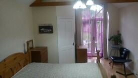 LARGE SPACIOUS DOUBLE ROOM TO LET WITH EN SUITE WC ON WESTLEIGH RD ALL BILLS INCLUDED £550 PCM