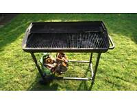 Barbeque in very good condition. Little use.