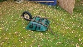 Free wheel barrow