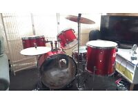 Drumkit with snare and zbyt cymbals