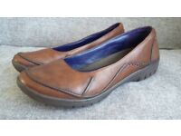 Brown Clarks shoes size 6.5