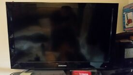 2 x 32inch samsung flat screen tvs
