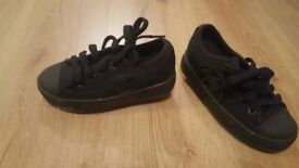 Black heelly's size 11