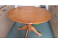 DINING TABLE LOVELY WOOD ON STAND £40 -tel 077440030794
