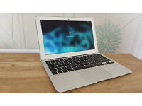 Apple MacBook Air / i5 / 4GB / 128 Gb SSD