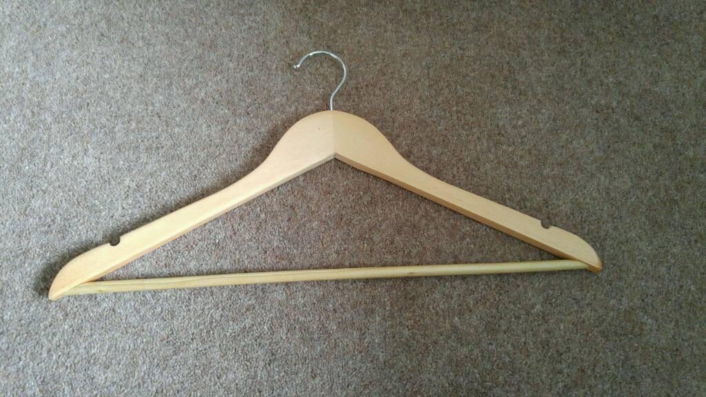 60 wooden hangers