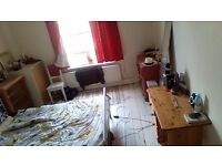 DOUBLE ROOM, FIVE BED HOUSE SHARE, CLOSE TO GLOUCESTER ROAD, AVAILABLE ASAP