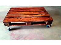 Modern varnished 100% wooden EURO pallet coffe table on wheels with brakes