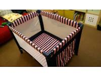 Travel cot, very good condition.
