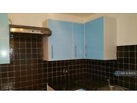 1 bedroom flat in Beaufort Close, London, E4 (1 bed)