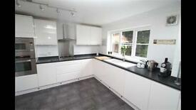 Second hand gloss white kitchen for sale: available beginning/mid May