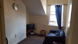 Nice 1 bed upstairs/downstairs flat fully furnished on Severn st To Let.
