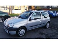 1.4 RENAULT CLIO 2001 Y REG 88000 MILES HISTORY MOT TILL 21/01/2018 DRIVES GOOD NEW BATTERY FITTED