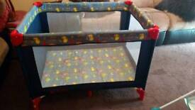 Travel baby cot