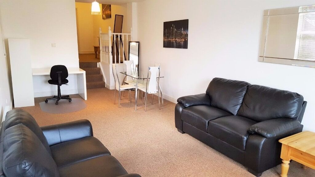Spacious One Bedroom Apartment - Raynes Park
