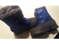 Kids snow boots worn once as you can see from the picture nice blue colour very warm has fur inside
