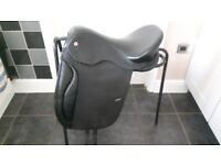 SOLUTION DRESSAGE SADDLE WITH ACCESSORIES