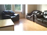 Crouch End, N8 9RU-Great 2 Bed First Floor Converted Flat on Lovely Residential Street-No DSS