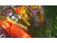 JOBLOT/BUNDLES OF FOOTBALL EQUIPMENT (BALLS, BIBS, GOAL POSTS)