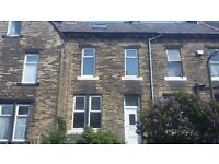 **STUNNING 2 BEDROOM PROPERTY IN THE HEART OF BD4**PRIVATE GARDEN**BRAND NEW CARPETS**PART FURNISHED