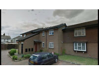 1 Bedroom Ground Floor Flat - Separate Living room and Kitchen - Parking - Next to Heathrow Airport
