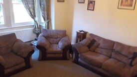 3 piece suite very modern (can deliver)