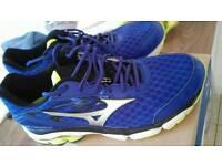 Mizuno running trainers size 11