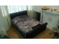 Double bedroom in shared house (one person only). Its 12 min walking distance from Bkackhorse St.