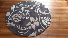 Circular rug, 133 cm diameter