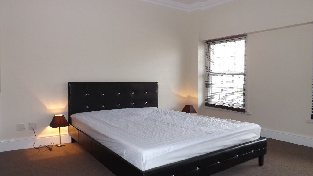 Newly decorated 1 double bedroom apartment 2 minutes walk from Oval underground station!!