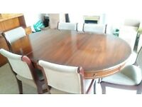 Beautiful extendable Mahogony dining table and 6 chairs