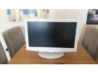 22inch lcd hd tv with built in dvd in high white gloss